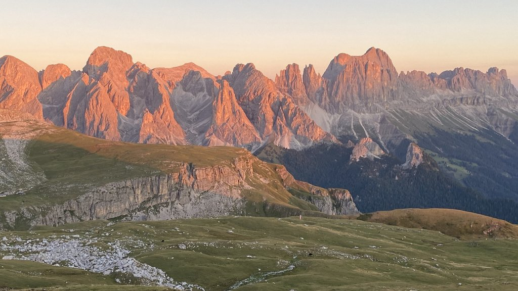 Mountains Landscape Catinaccio Peak  - cartizio / Pixabay